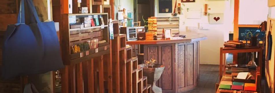 オーダー家具専門の『いわい家具』&石窯ピザのカフェ『wood-style cafe』